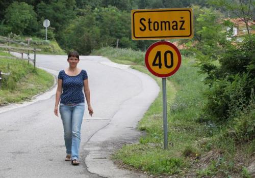 V vasi Stomaž ji je eden od vaščanov že ponudil začasen dom. Foto: Dejan Javornik/Novice