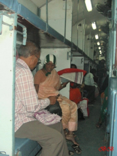 nočni vlak proti Tirupathiju