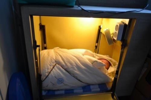 Dojenček v škatli