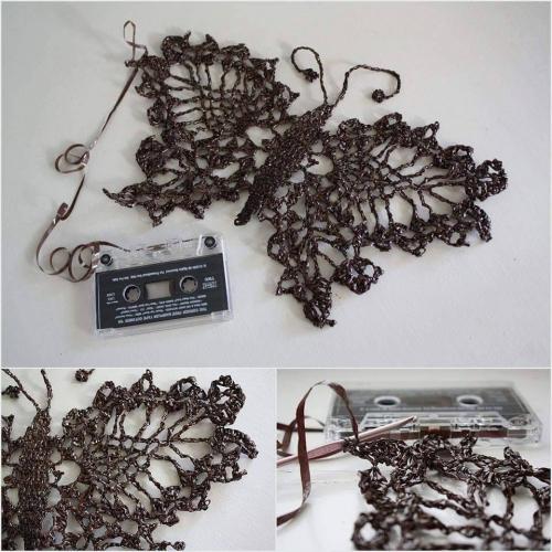 Metuljček, skvačkan iz trakov starih kaset (slika najdena na internetu)