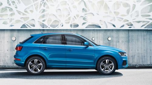 Novi Audi Q3 že pri nas<br> Style paket s prihrankom do 5.570 EUR<br> <br> Za več informacij se obrnite na prodajnega svetovalca:<br> <br> Darja 041 623 262; darja.mikunovic@berus.si<br> <br> Franci 031 652 997; franci.ostir@berus.si<br> <br> Style paket: ksenon, paket luči, zunanja ogledala ogrevana, radio MMI tere audi music interface, bluetooth, sredinski naslon za roke spredaj, komfortna avtomatska naprava, senzor za zunanjo svetlobo/dež, voznikov informacijski sistem, parkirni sistem plus (spredaj in zadaj), tempomat, večfunkcijski usnjen volan 4 kraki design, navigacijski paket s paketom connectivity, ogrevanje sedežev spredaj, 17-palčna aluminijasta platišča 10-kraki design 7Jx17