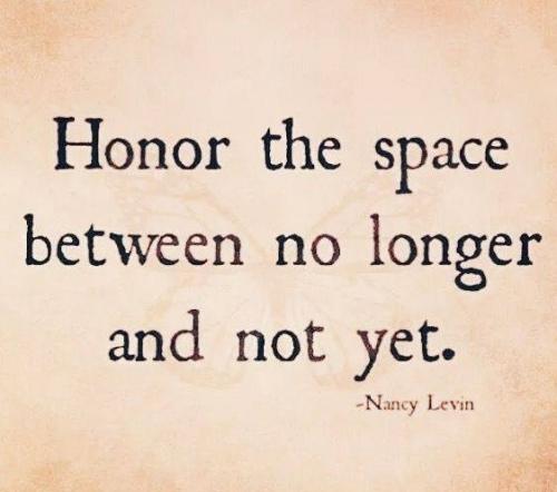 Spoštuj in ceni<br> čas<br> med nič več in ne še.<br> <br> (Nancy Levin)