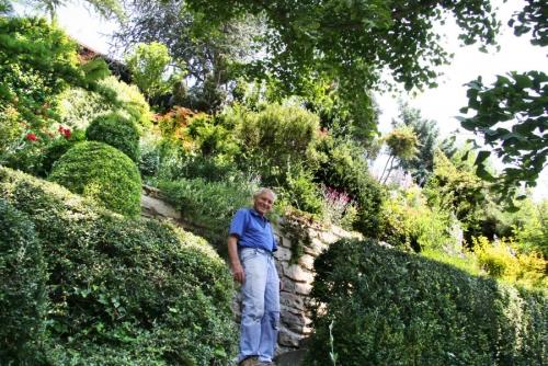 Lastnik vrta je ponosen na delo, ki sta ga z ženo opravila v zadnjih desetletjih.