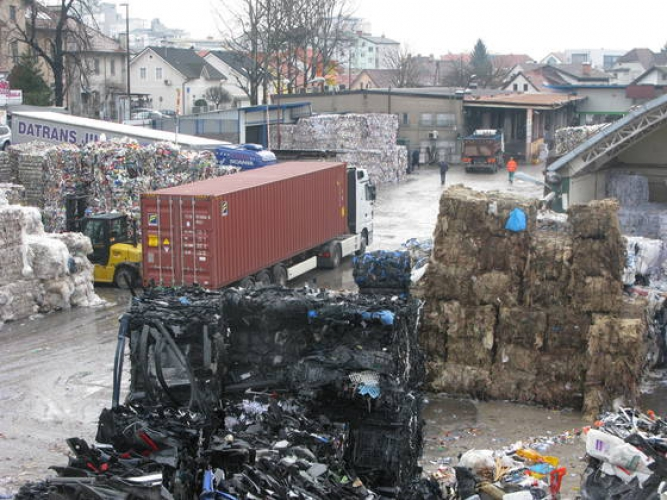 Papir Servisu se mudi v Vevče, a prav nič iz Most