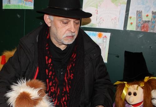 Feri Lainšček ( 1959 ) je pesnik in pisatelj iz Murske Sobote. Veliko literarnih del je ustvaril tudi za otroke in mladino. Leta 2001 je za knjigo pravljic Mislice prejel večernico, nagrado za najboljše mladinsko literarno delo. Leta 2012 pa je za knjigo otroških pesmic Mišek Miško in Belamiška prejel desetnico, nagrado Društva slovenskih pisateljev za otroško in mladinsko književnost. Mnoga njegova dela so uvrščena v učbenike in učna gradiva za osnovne šole.