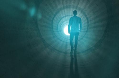 Večina jih je doživela enako izkušnjo – zapuščanje telesa, ugodje, srečanje s svetlobo.