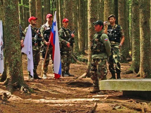 andrej_sisko_pred_spomenikom_pohorskemu_bataljonu