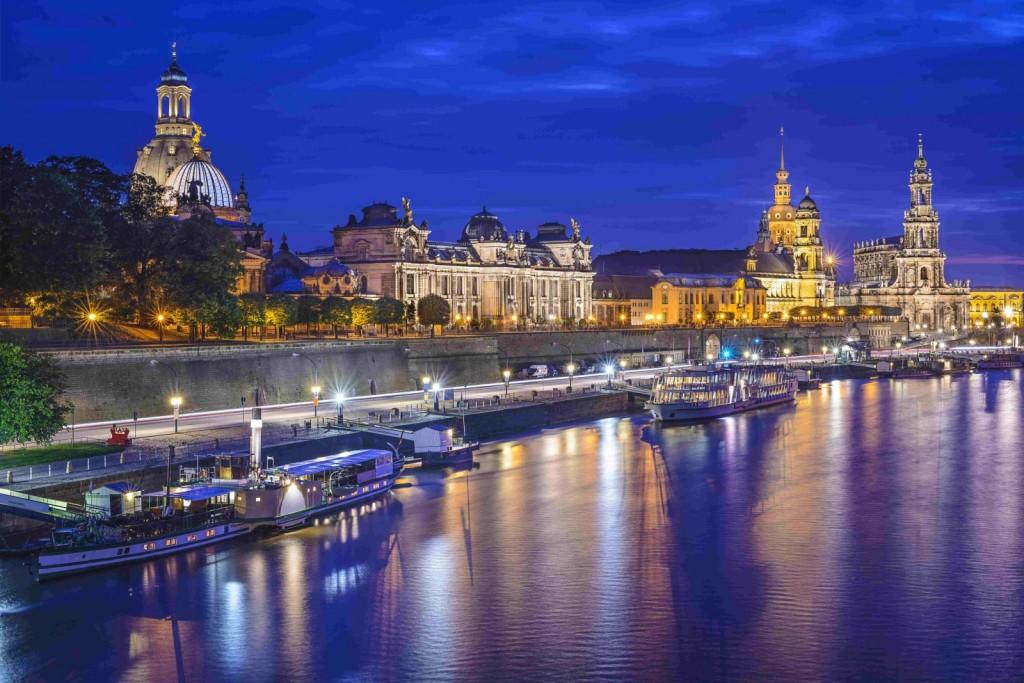 Dresden, nočna panorama z reke Elbe