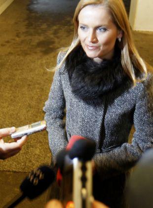Ministrica Katarina Kresal se je oglasila šele po desetih dnevih, na tiskovno konferenco, kjer bi ji novinarji lahko postavljali vprašanja, pa ni šla.