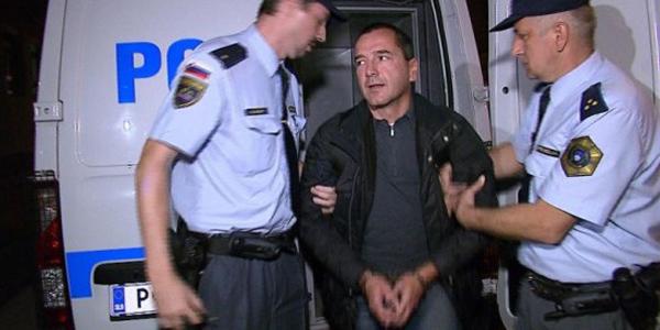 6. december 2014. Bogdana Pušnika je aretirala policija zaradi domnevno spornih poslov pri projektu Teš6. Toda izpustili so ga praktično takoj, za dlje časa pa pridržali Uroša Rotnika.