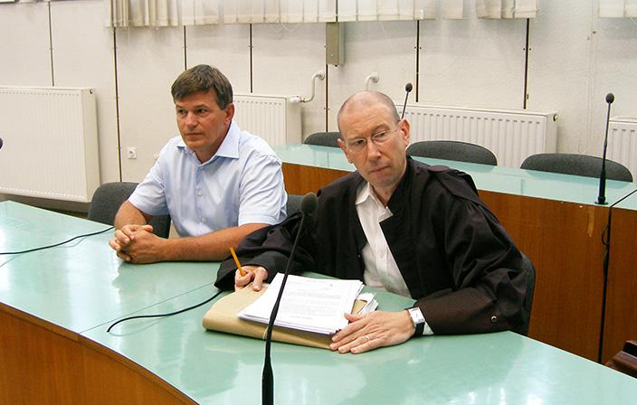 6. julija 2018, prvi narok: Uroš Rotnik in odvetnik Mitja Jelenič Novak na okrožnem sodišču v Celju.