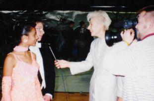 ... Katja je našla arhivsko fotografijo iz intervuja za Parado plesa ...