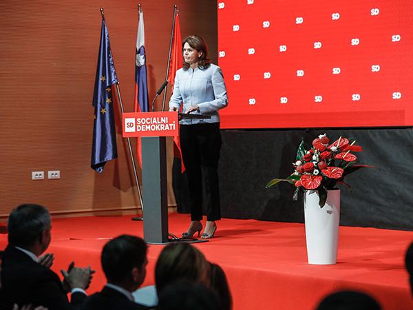 Alenka Bratušek, edina gostja iz Šarčeve vladne koalicije, se je zahvalila SD in njenim ministrom za sodelovanje v vladi. (STA).
