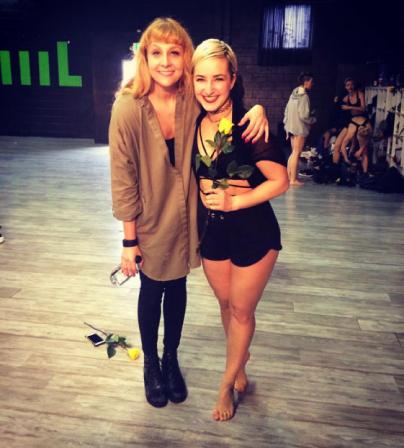 ... s koreografinjo Dano Foglio leta 2016 v Los Angelesu po prejetju nagrade ...<br>