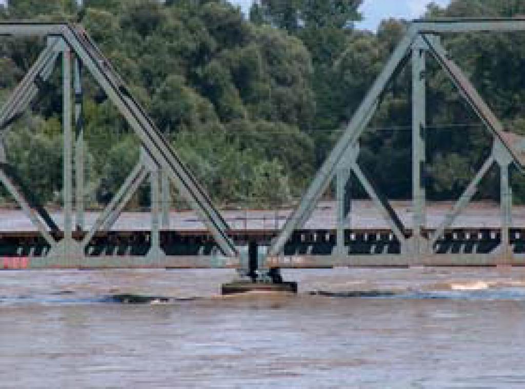 Fotografija 34: Most Petišovci M. Središče / 23.8.2005 ob 15 uri, h-max= 508 cm