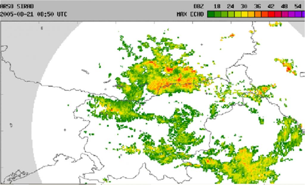 Slika 3. Radarska slika padavin v soboto ob 15h po lokalnem času; v zahodni Sloveniji so vidne plohe in nevihte. Posnetek je narejen z meteorološkim radarjem na Lisci.