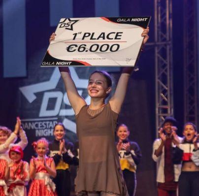 Drugo mesto je zasedla plesalka iz Republike Južne Afrike Tatijana Ignjatov in prejme tolažilno nagrado. Tudi njej čestitke.<br>