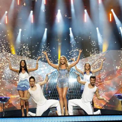 Žiga (levo) je sodeloval na Evroviziji kot plesalec za belorusko pevko Alyonao Lanskayo v Malmu na Švedskem.<br>