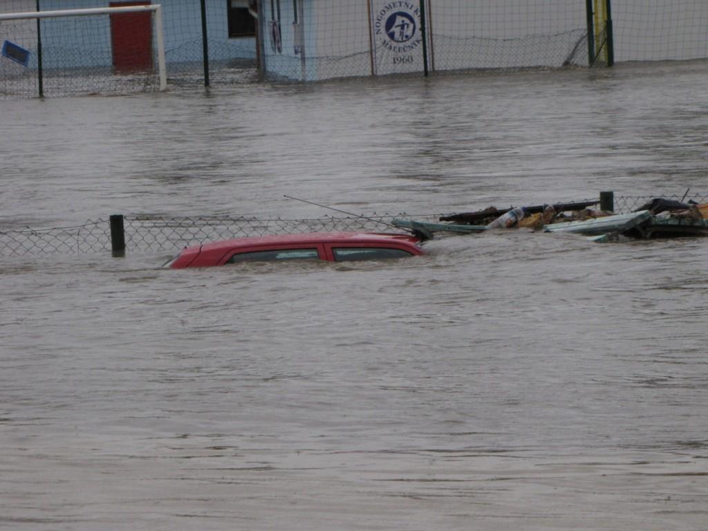 Slika 9. Poplavljanje Drave v Malecniku 5. novembra 2012 (Foto: Mojca Robic)