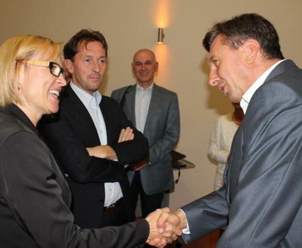 Tako je bilo 21. septembra 2012: Cvetka Žirovnik, Gregor in Virant in Borut Pahor, toda kaj je tam počel Janez Žirovnik (drugi z desne)?!
