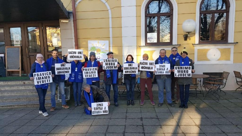 Protestniki na posvetu v Murski Soboti, dne 04.12. 2018