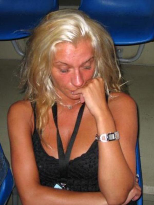 Monica Viti, nekoč glasbena menedžerka, danes pa novinarka, je bila maja 2004 deležna brutalnih in umazanih napadov Vanje Vardjana, vključno s poskusom posilstva.<br>