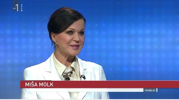 Miša Molk kot politična komentatorka v osrednjem TV Dnevniku