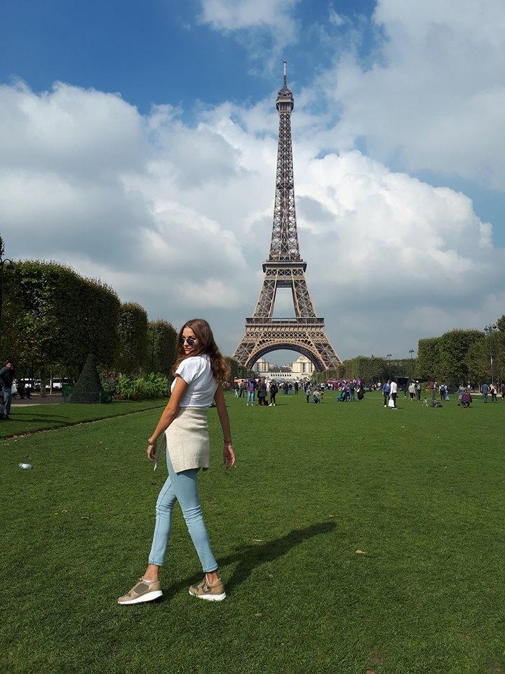 Veronika Bandelli živi in študira v Madridu ter občasno uživa v Parizu. Njene fotografije na facebooku rad lajka tudi generalni sekretar Stranke Alenke Bratušek - Jernej Pavlič. (vir: Facebook)