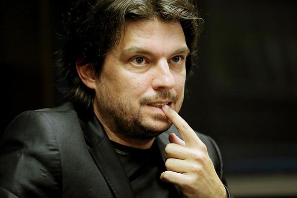 ... in Primož Cirman, novinar spletnega portala Siol.net, ki mu pravijo tudi specialist za medijske umore.<br>
