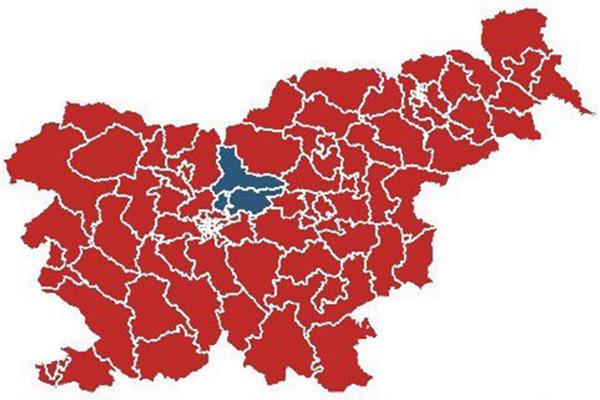 ... Graf, ki prikazuje zmago Boruta Pahorja v 84 volilnih okrajih po Sloveniji (obarvano rdeče), medtem ko je Marjan Šarec zmagal le v treh (obarvani modro). Vir: Državna volilna komisija<br>