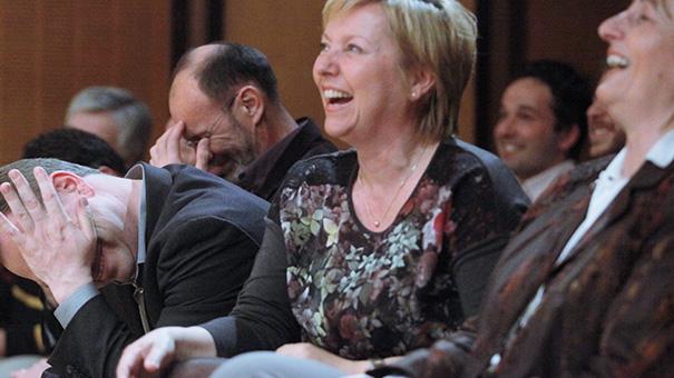 Medijska kariera Darje Groznik se vleče še iz časov velike LDS ter njenih osebnih povezav z nekdanjim vodilnim politikom LDS - Jožefom Školčem, pred leti tudi tesnim prijateljem Janeza Škrabca