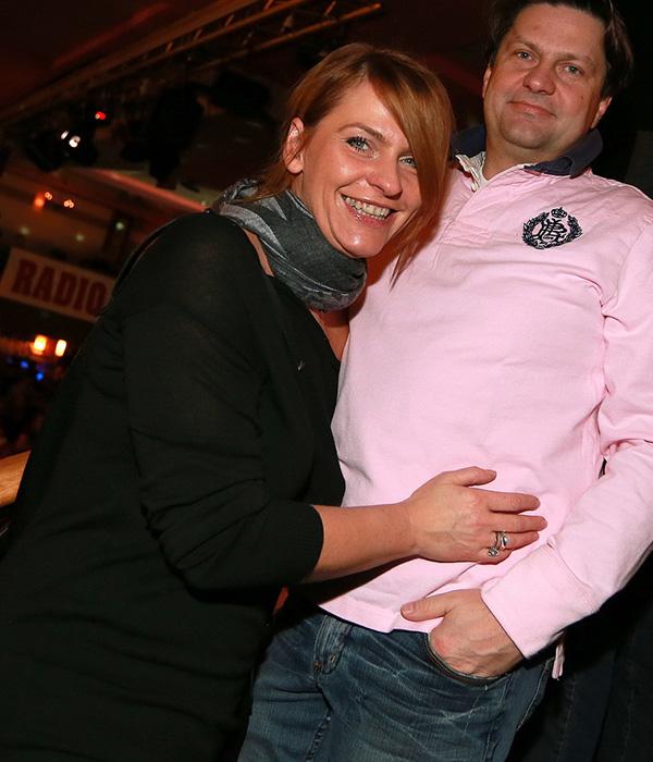 Simona Ivanjko (na sliki desno njen brat Leo Ivanjko) je vodja pravne službe na zavarovalnici Grawe, in je prej hodila z Matjažem Štandekerjem.