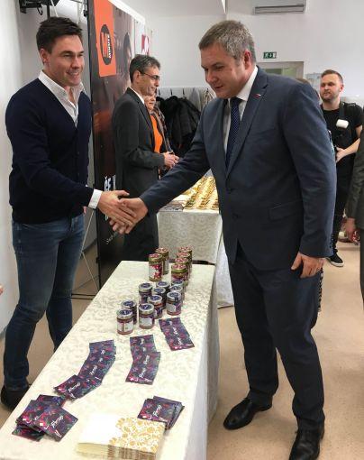 Nagrajena izdelka si je ogledal tudi Dejan Židan, predsednik državnega zbora.<br>