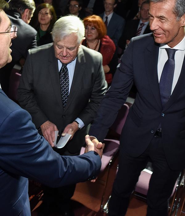 Stojan Petrič v svojem krogu - z Mirom Cerarjem, Milanom Kučanom in Zoranom Jankovićem.