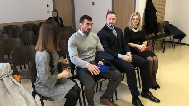 Vidno zaskrbljeni pred začetkom včerajšnjega sojenja na mariborskem sodišču: Lili Žagar, Marko Potrč, Aleš Potrč in Jasmina Potrč (foto: Maribor24)<br>