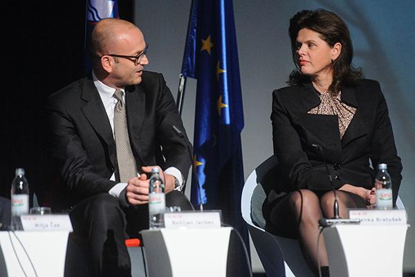 To je bilo novembra 2013. Nekdanji guverner Banke Slovenije Boštjan Jazbec v družbi tedanje predsednica vlade Alenke Bratušek.