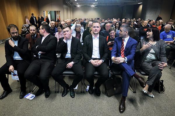 Sobota popoldne, dvorana Povodni mož (B2-1) na ljubljanskem Gospodarskem razstavišču: ustanovni kongres nove politične stranke Dom. (foto: STA)
