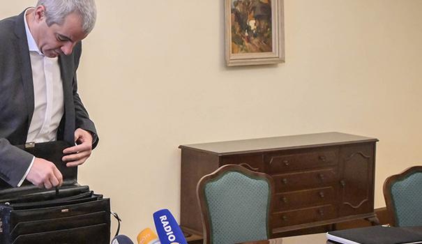 Arsenovič je menda prepričan, da nujno potrebuje podžupanjo iz vrst SD, kar naj bi mu koristilo pri tistih resornih ministrstvih, ki jih znotraj Šarčeve vlade obvladuje SD.