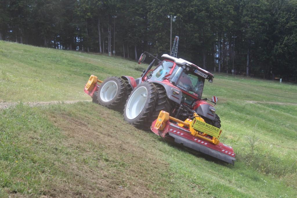 Lindnerjevi traktorji so gorski traktorji, prilagojeni za delo na velikih nagibih. Dodatno za večjo stabilnost poskrbijo dvojne pnevmatike.
