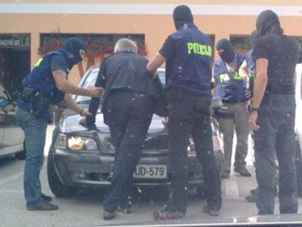 Spomnimo: Voduška so aretirali julija 2012, na Trojanah, kjer je prejemal označene bankovce.