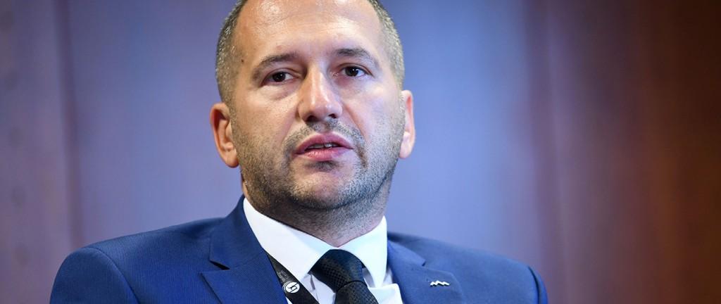 Glavna preiskovanca posebne parlamentarne komisije naj bi postala državni sekretar Damir Črnčec ...