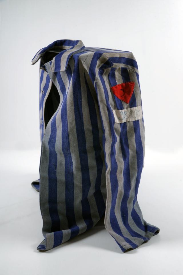 ŽENSKA TABORIŠČNA BLUZA<br>1944, Ravensbrück, Metlika<br>Inv. št.: P 445