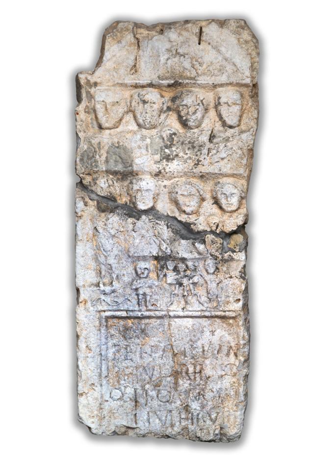 RIMSKA NAGROBNA PLOŠČA<br>2. ali 3. stoletje, Črnomelj<br>Inv. št.: L 23