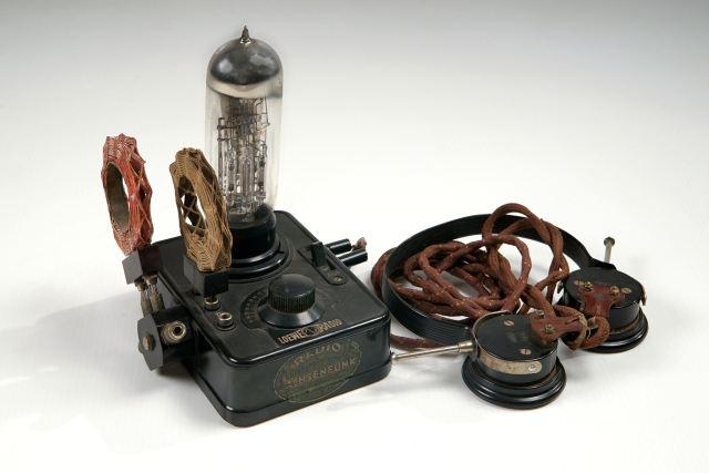 RADIO LOEWE<br>1926<br>Inv. št.: 2823