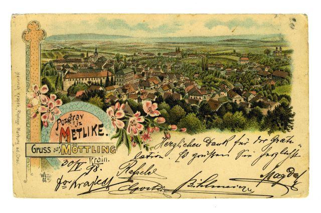 RAZGLEDNICA METLIKE<br> okoli leta 1895, Metlika<br> 8.8 x 14,1 cm<br> Inv. št.: R 99<br> <br> <br> Razglednica Metlike, ki jo je izdal založnik Heinrich Krapek iz Maribora, je bila odposlana leta 1898. Napisana je bila 30. maja, na pošti v Metliki so jo žigosali 31. maja, na pošto v Trst pa je prispela 1. junija 1898.