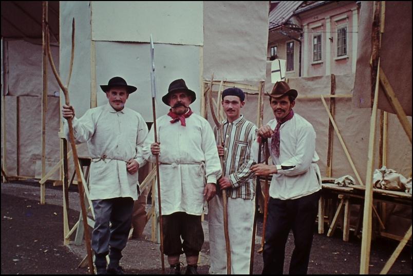 1965<br>Metlika - pustovanje - mestni brambovci  <br>3,5 x 4 cm<br>Inv. št.: E72