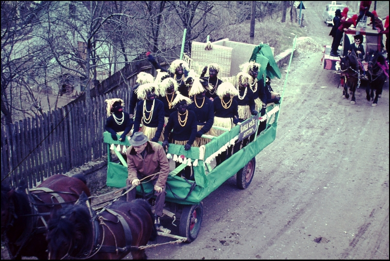 1966<br>Metlika - pustovanje - zamorke v Metliki  <br>3,5 x 4 cm<br>Inv. št.: E141