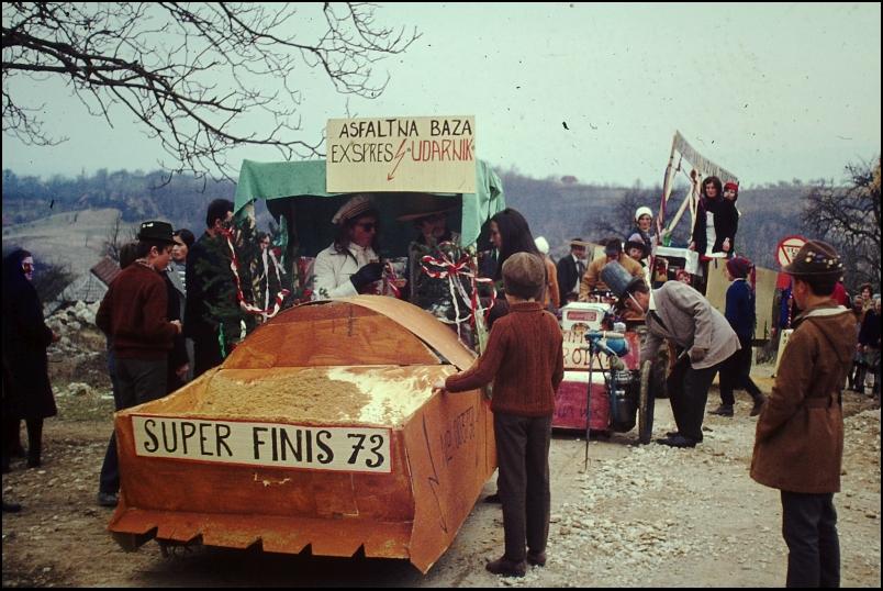 1973<br>Bušinja vas - pustovanje<br>3,5 x 4 cm<br>Inv. št.: E260