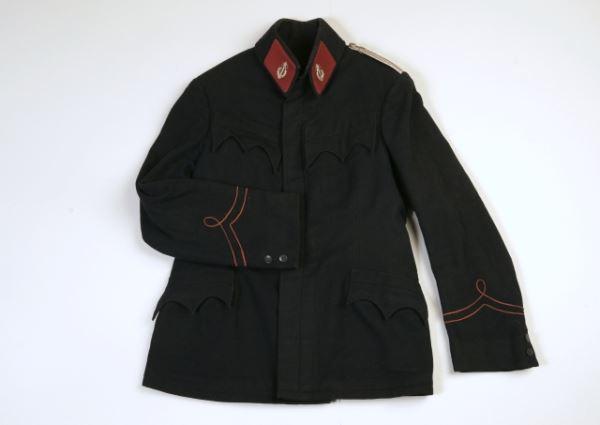 Uniforma Mestne godbe Metlika (bluza)               <br>Izdelovalec: Franc Golob<br>1890<br>Inv. št. Z 1452