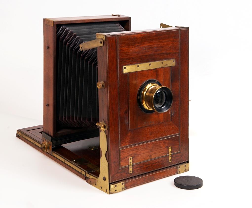 Fotografska kamera Wanaus, serijska št. 2506<br>izdelovalec: Josef Wanaus & Co / Kunsttischlerei, Dunaj, okoli leta 1895<br>inv. št.: Z 6892